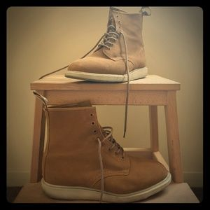 Dr Martens Whiton Boots